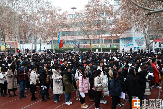 河南艺术类考试现场火爆 考生选报学校这些常识要掌握