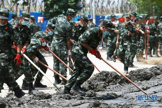 郑州:清淤排涝 恢复重建(图)