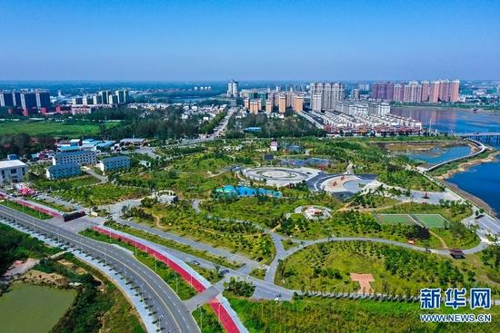"""河南光山: 河滩""""变身""""开放公园(图)"""