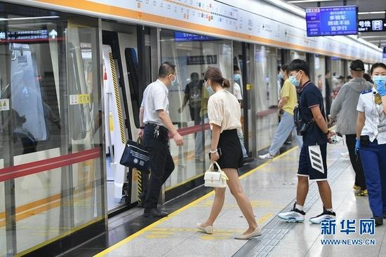 郑州地铁首批3条线路恢复载客运营(图)