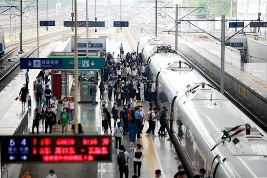 中秋小长假 郑州铁路计划加开列车17.5对