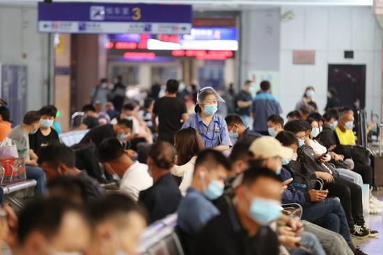 累计发送124.9万人!中秋假期中国铁路郑州局运输平稳有序