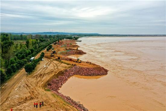 黄河洪水进入退水期 河南黄河1.57万余人奋战在防汛一线