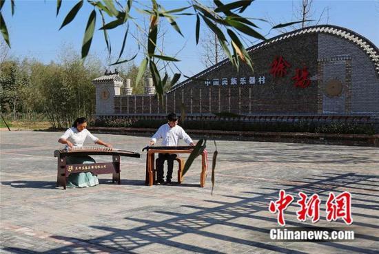 堌阳镇徐场村里的抚琴人 兰考县委宣传部供图