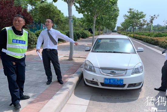 男子弄丢借来的轿车 崭新汽车被忘在郑州荡土半年