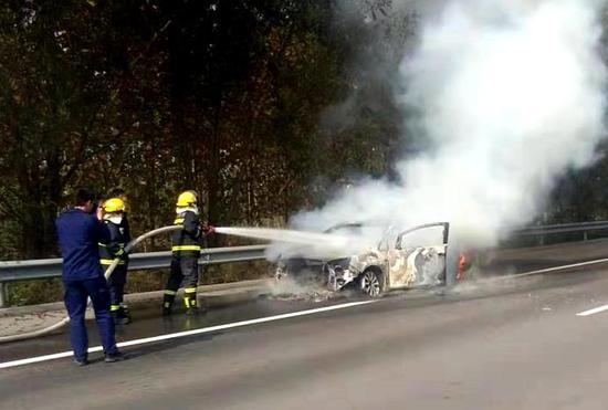 高速上车辆着火事故中自燃占8成 不检查车况后果很严重