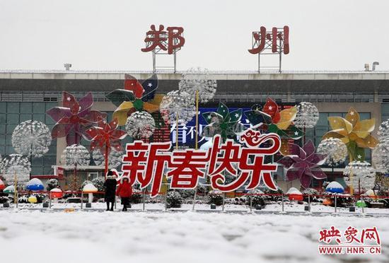 火车站广场的雪景