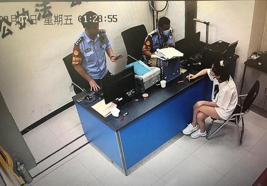 飞机上能抽电子烟么?郑州警方:依法处罚没商量