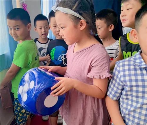 掷骰子赢大奖(资料图片由西九华山景区提供,仅供参考)
