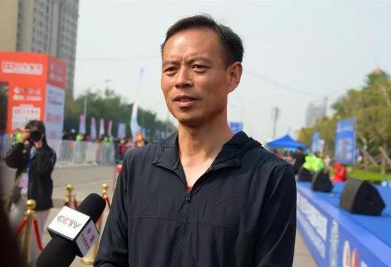 秦书记接受记者采访