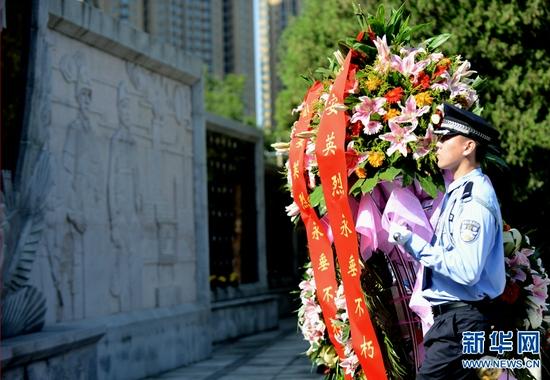 河南举行公安英烈纪念活动(图)