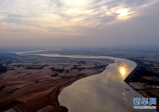 这是6月8日无人机拍摄的位于河南境内的黄河巩义段。新华社记者李嘉南摄