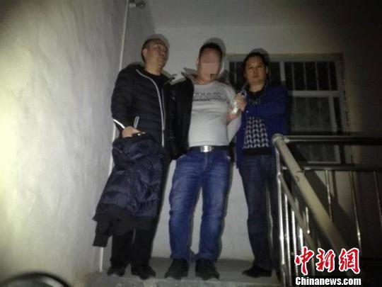 图为警方抓捕涉黑嫌犯。郑州警方供图