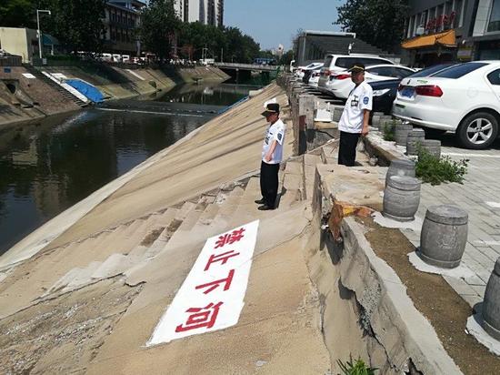 郑州金水河边来捞鱼 安全问题让人忧