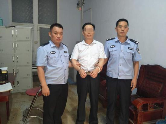 郑州男子找儿子向民警求助 谁知