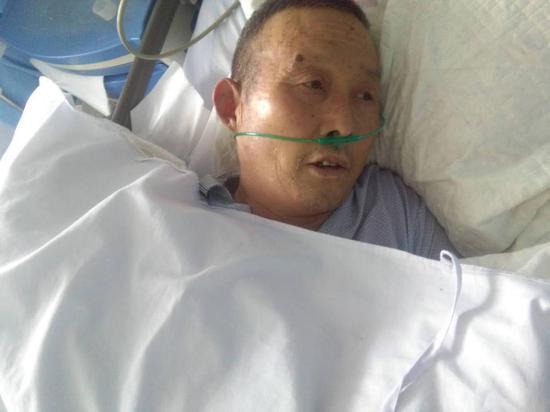 南阳六旬老人照顾85岁养父累倒 残疾儿子接力照顾