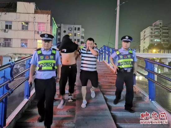 郑州男子偷拍合租女子洗澡视频 敲诈勒索被警方刑拘