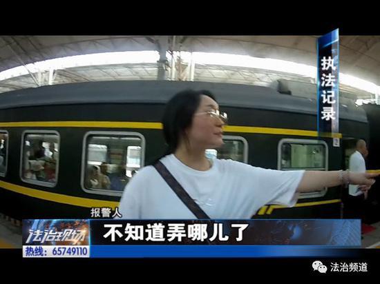 焦急!家长带孩子乘车 列车马上开孩子找不到