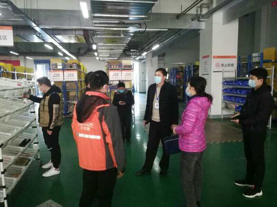 众志成城克时艰 市场监管看河南----之郑州航空港区篇 助力复工和复产 监管所长受称赞