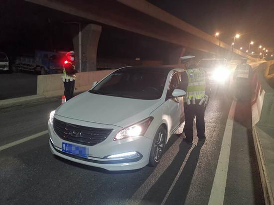 郑州交警部署贯穿全年的严查酒驾醉驾统一行动