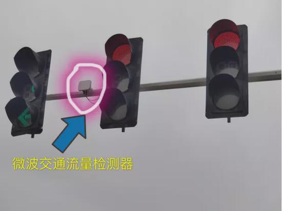 """河南第一批""""智慧""""路口亮相郑州 提升通行效率"""