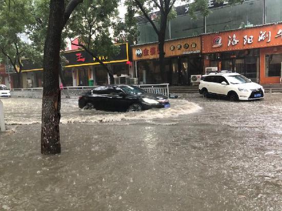 雨一直下! 郑州这些路段有积水 请绕行!