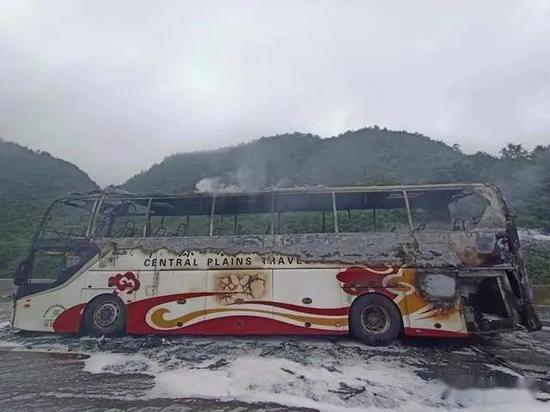 7月8日,郑州籍客车在贵州高速公路起火