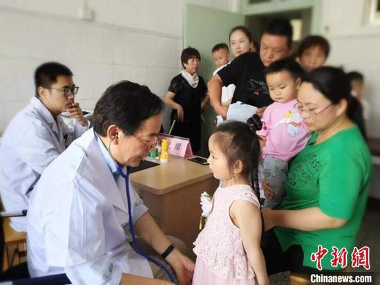 图为郑大一附院为襄城县人民医院提供帮扶支持(资料图) 李明明 摄