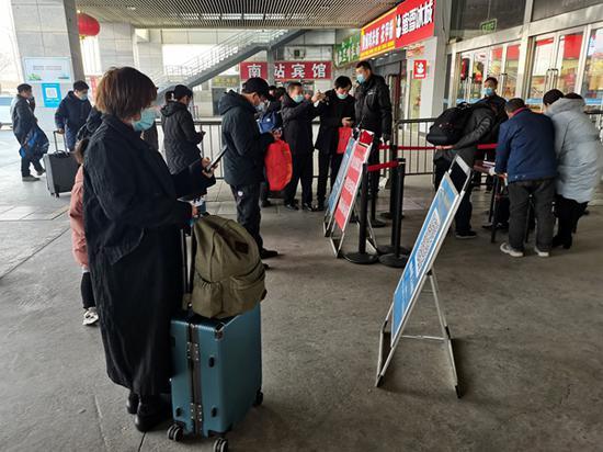郑州各大汽车站长途车上设置密闭隔离区(图)