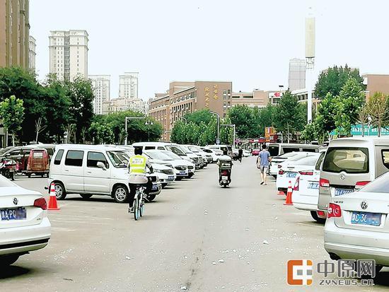 """郑州五百多米道路成""""停车"""
