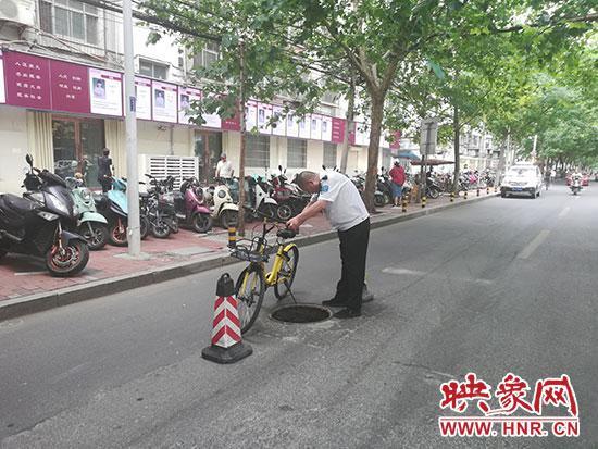 郑州道路窨井盖缺失藏安全隐患