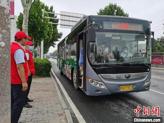 郑州灾后交通秩序趋于正常 339条运营公交线路全部恢复