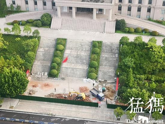 信阳海关四周开始设置围墙 关长回应:为了安全 不影响办事