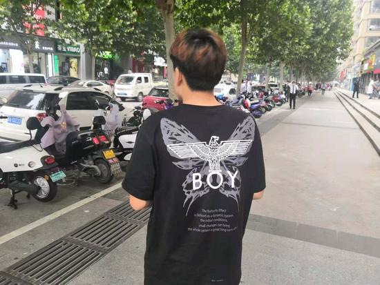自首了!骑车撞人逃逸 郑州17岁少年10天后现身道歉
