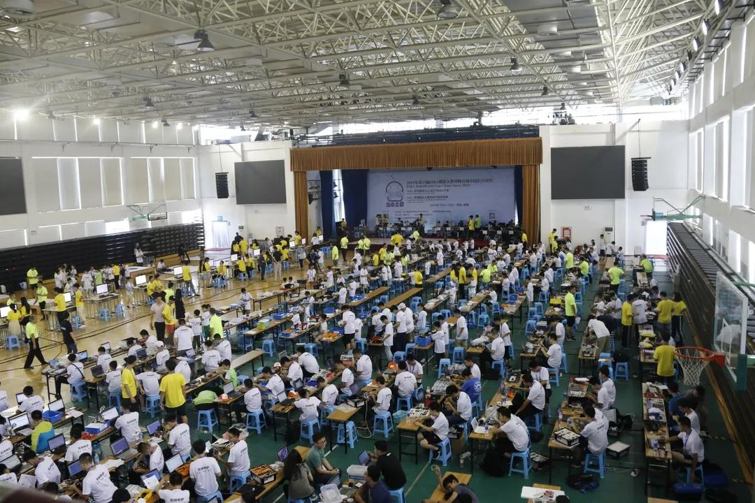 郑州中学副校长薛善广主持会议