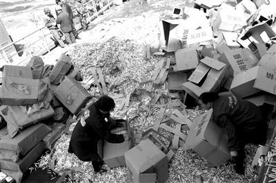 驻马店警方摧毁特大制售假烟团伙 涉案金额上千万