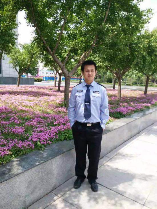 张勇上大学时在河南警察学院留影.
