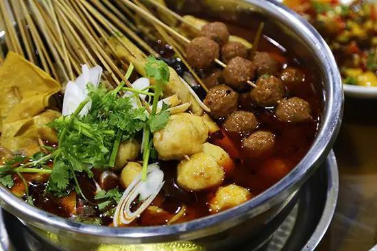 吃罢了远道而来的东北涮锅,桌子上其他的菜品也陆陆续续上桌报到啦~
