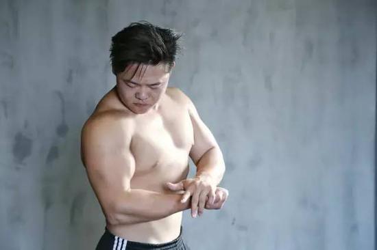 strong教练哥哥