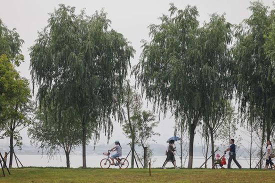 景色迷人,是市民消夏避暑的好去处。