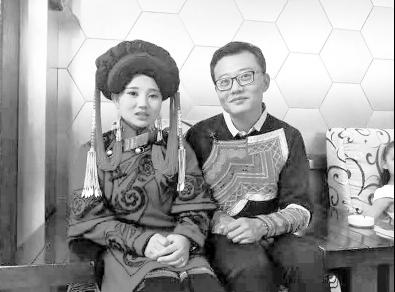 万朝辉和一位彝族姑娘喜结连理 受访者供图