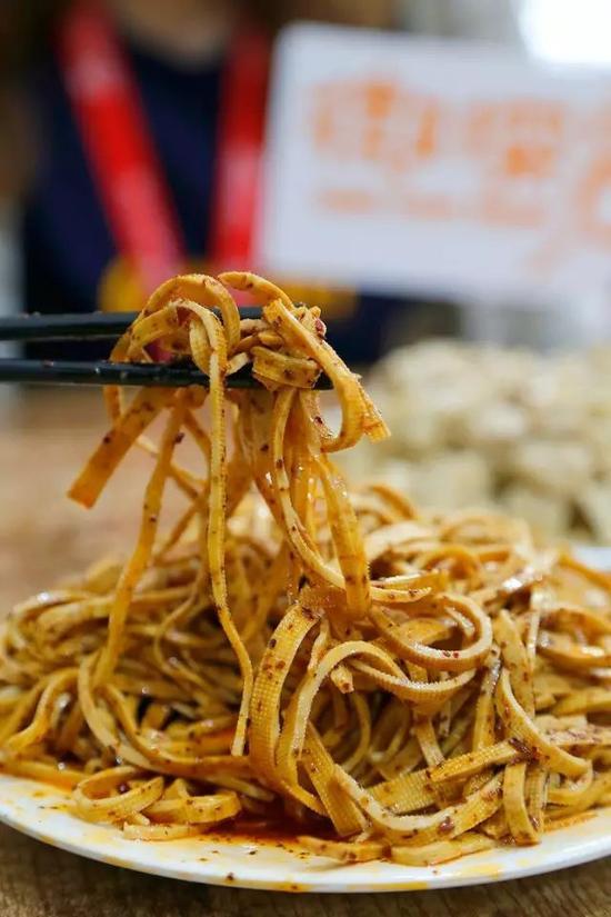 如今的红油豆腐丝为了迎合大众口味