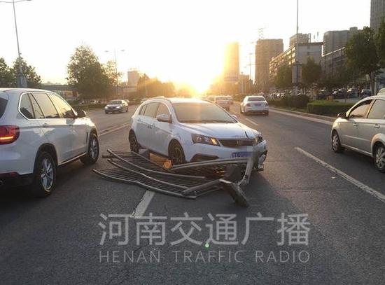 目前事故原因还需要进一步调查。