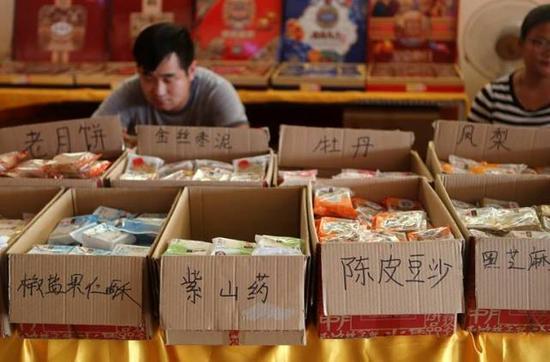 理性消费,追求实惠,是今年的月饼市场给人留下的一个整体印象。