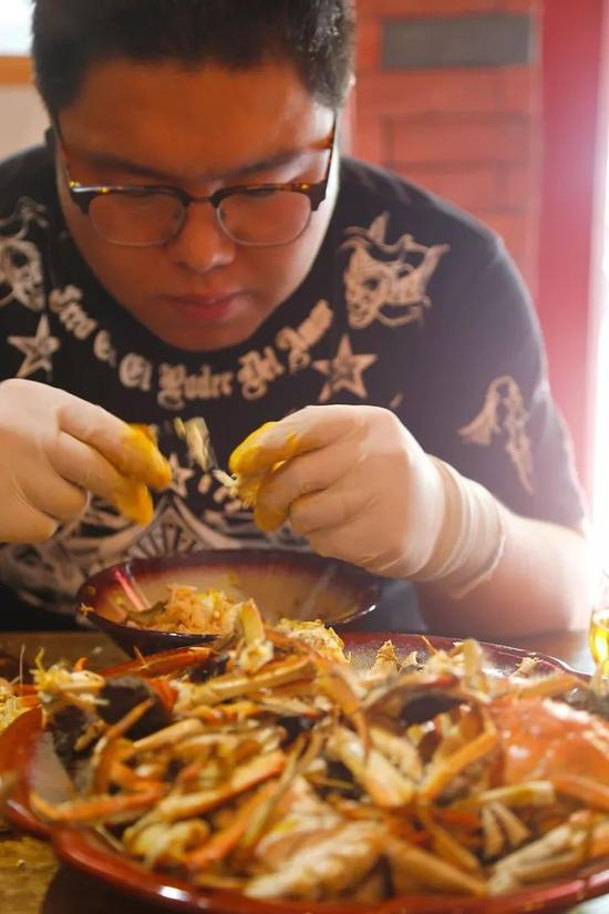 不过学长听说我要来,专门留了碗蟹黄馄饨尝尝鲜。