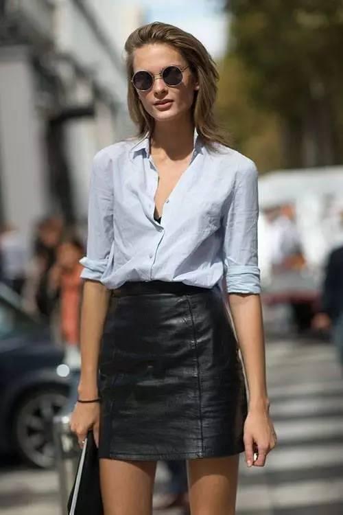 高腰的皮质迷你裙可以中合衬衫给人的严肃感,气质与性感兼顾。