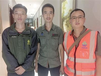 车龙涛、徐明山、李元春合影。