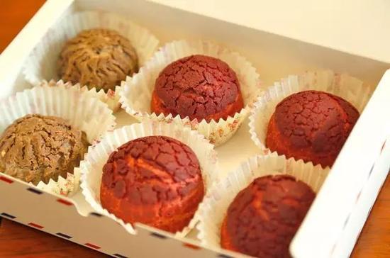 巧克力酥皮泡芙也很惊喜,