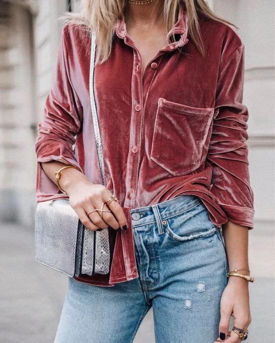 粉色灯芯绒阔腿裤+牛仔夹克,同样美不胜收。