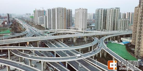 日益快捷的郑州交通 记者 丁友明 图